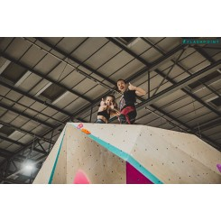 adults-bouldering-swindon-up