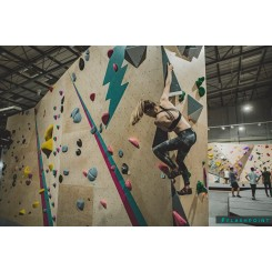 bouldering-at-flashpoint-swindon-up