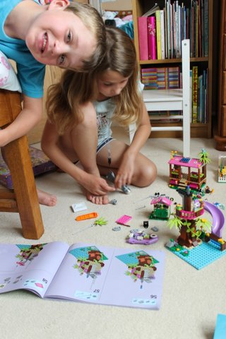 lego-friends-jungle-rescue-base-1