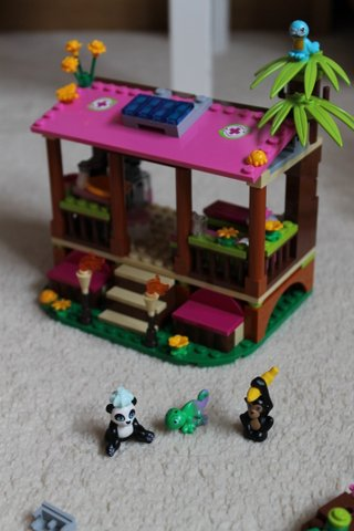 lego-friends-jungle-rescue-base-2