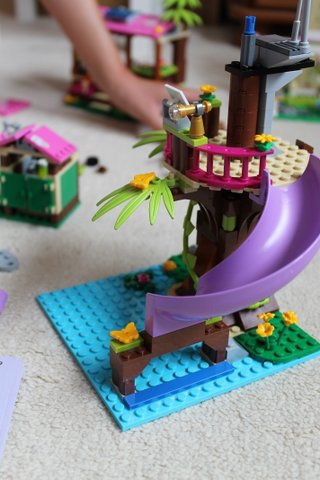 lego-friends-jungle-rescue-base-4